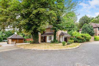 5 Bedrooms Detached House for sale in Woodford, Green, Essex