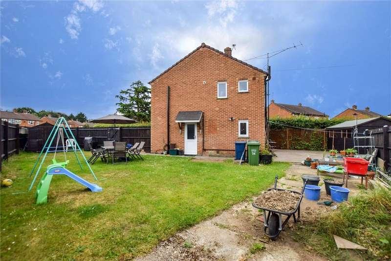 3 Bedrooms Semi Detached House for sale in Sandycroft Road, Amersham, Buckinghamshire, HP6