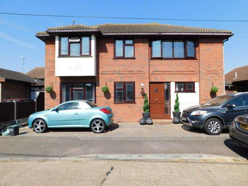 4 Bedrooms Detached House for sale in 19 Rattwick Drive, Canvey Island, SS8 8NF