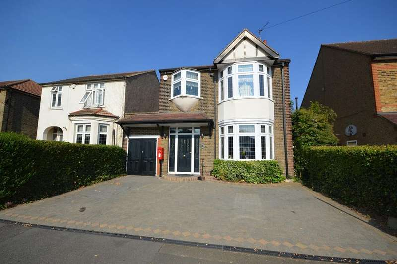 4 Bedrooms Detached House for sale in Balmoral Road, Gidea Park, RM2