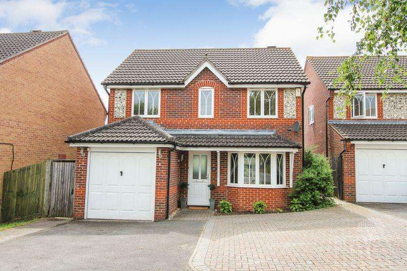 3 Bedrooms Detached House for sale in Sedge Grove, Thatcham