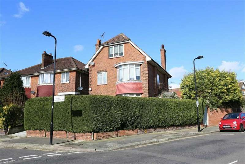 5 Bedrooms Detached House for sale in Friars Gardens, Acton, London