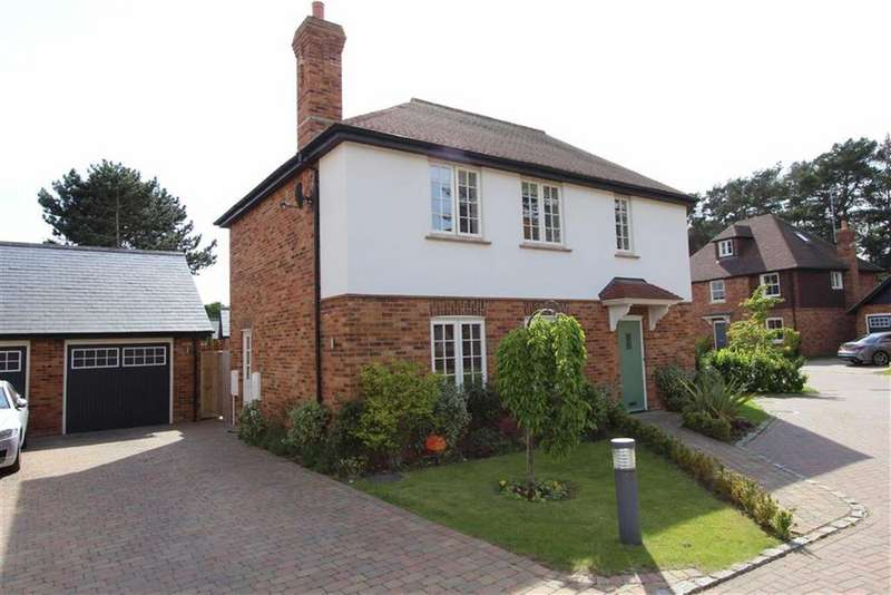 3 Bedrooms Semi Detached House for sale in Banwell Place, Woburn Road, Heath And Reach