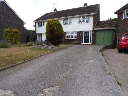 3 Bedrooms Semi Detached House for sale in Fryerns, Basildon, Essex