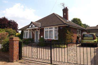 2 Bedrooms Bungalow for sale in Hitchmead Road, Biggleswade, Bedfordshire