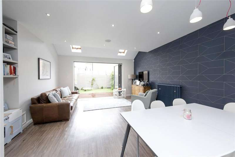4 Bedrooms Semi Detached House for sale in Chestnut Grove, London, SW12