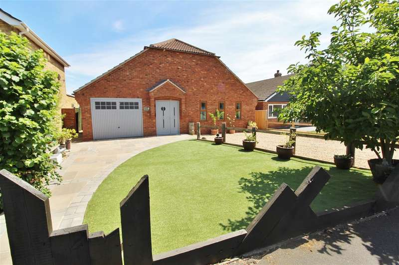 4 Bedrooms Property for sale in Lodge Way, Grantham