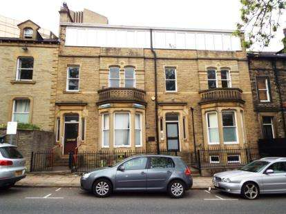 House for sale in Prescott Street, Halifax, West Yorkshire