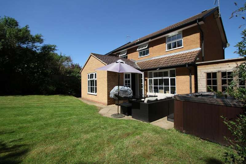 4 Bedrooms Detached House for sale in Polperro Drive, Allesley Green, Coventry