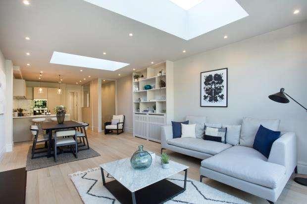 3 Bedrooms Flat for sale in Brondesbury Road, Queens Park, London, NW6