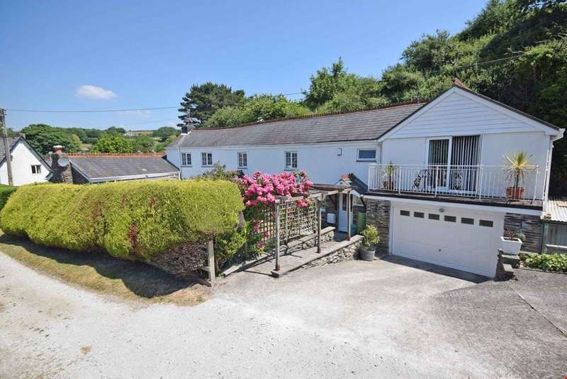 4 Bedrooms Detached House for sale in Beside Par Beach, Cornwall, PL24