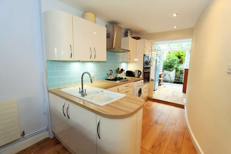 1 Bedroom Flat for sale in Cornwall Crescent, London, London, W11
