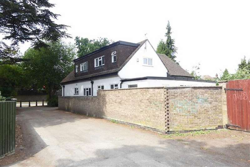 4 Bedrooms Detached House for sale in Loughborough Road, Birstall