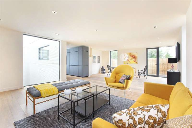 4 Bedrooms Detached House for sale in Streatham Common South, Streatham, London, SW16