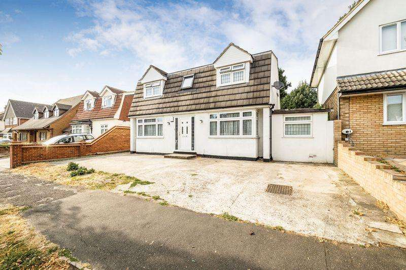 4 Bedrooms Detached House for sale in Mawney Road, Romford