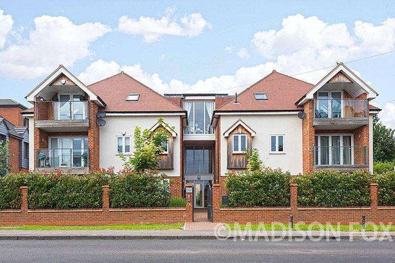 2 Bedrooms Penthouse Flat for sale in Manor Road, Chigwell, IG7