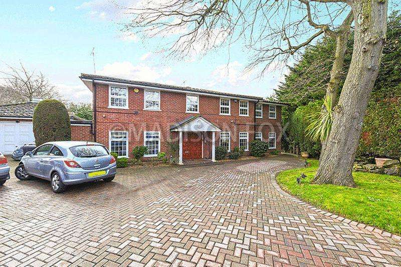 5 Bedrooms Detached House for sale in Tomswood Road, Chigwell, IG7