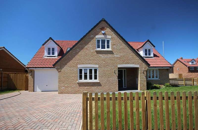 4 Bedrooms Chalet House for sale in Taylors Road, Stotfold, Hitchin, SG5