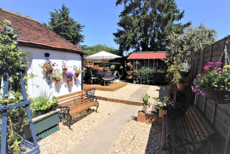 2 Bedrooms Semi Detached House for sale in Meadowside Road, Pangbourne, Reading, RG8
