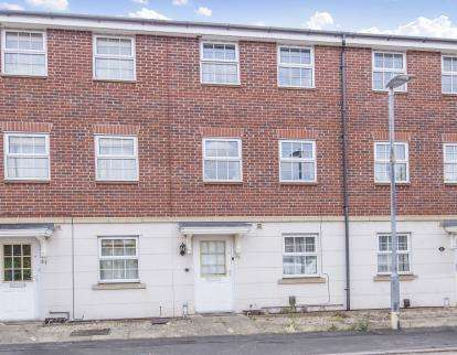 3 Bedrooms Terraced House for sale in Goldfinch Close, Loughborough, Leicestershire