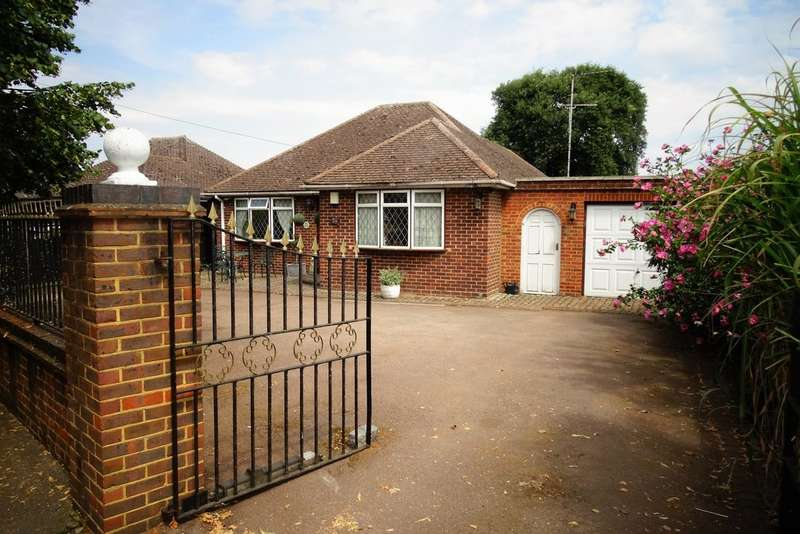 3 Bedrooms Detached Bungalow for sale in Exeforde Avenue, Ashford, TW15