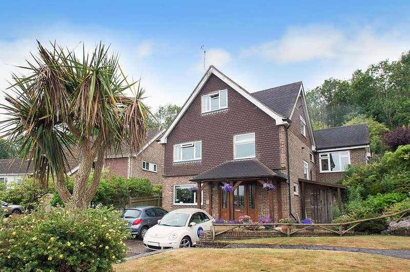 5 Bedrooms Detached House for sale in Old Mansion Close, Eastbourne