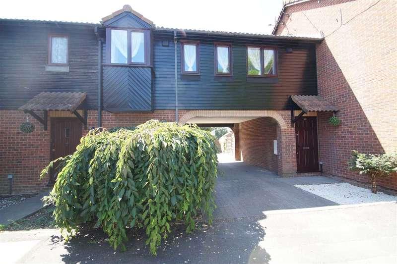 1 Bedroom Maisonette Flat for sale in Bruce Close, Windsor Meadows, Cippenham