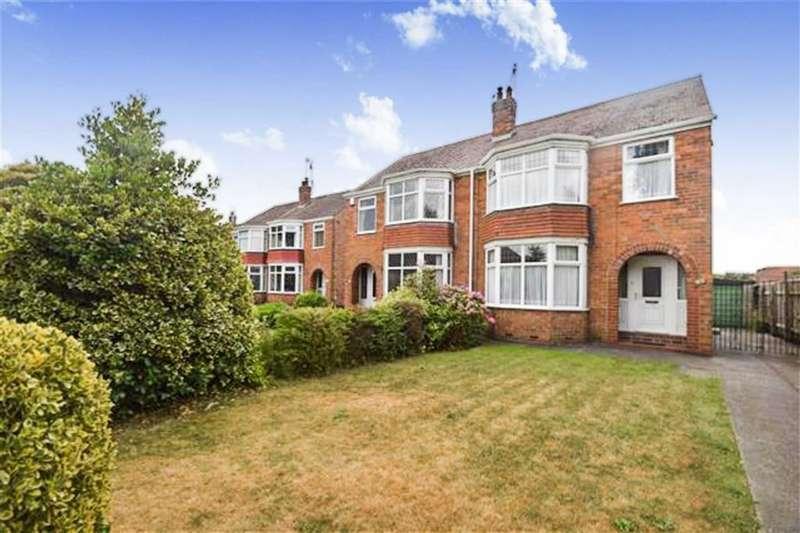 3 Bedrooms Semi Detached House for sale in Tweendykes Road, Hull