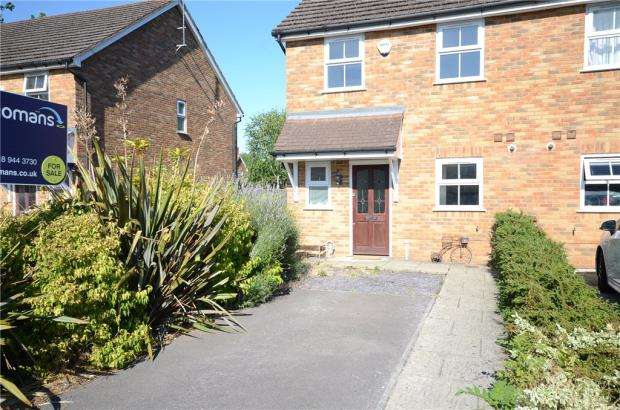3 Bedrooms Semi Detached House for sale in Ladbroke Close, Woodley, Reading