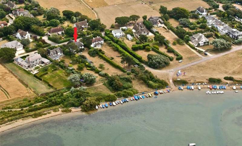 4 Bedrooms Detached House for sale in Roman Landing, West Wittering, Chichester, West Sussex, PO20