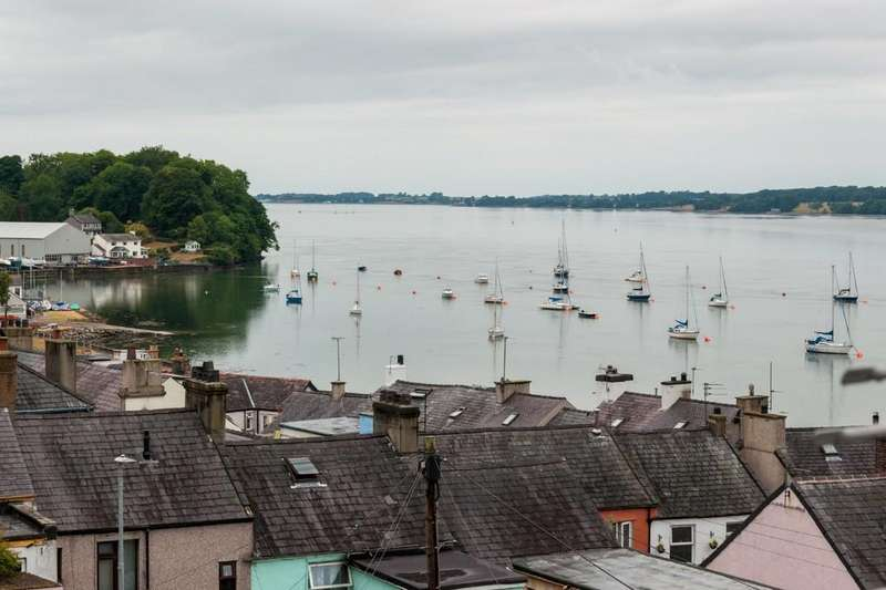3 Bedrooms Terraced House for sale in Bangor Street, Y Felinheli, North Wales