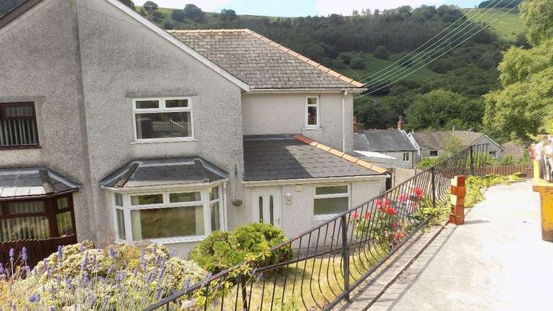 3 Bedrooms Semi Detached House for sale in Roseheyworth Road, Abertillery. NP13 1SB