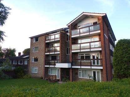 2 Bedrooms Flat for sale in Beechwood Court, Dunstable, Bedfordshire