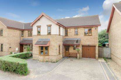 5 Bedrooms Detached House for sale in Pastern Place, Downs Barn, Milton Keynes