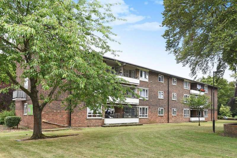 2 Bedrooms Flat for sale in Leigham Court Road, Streatham