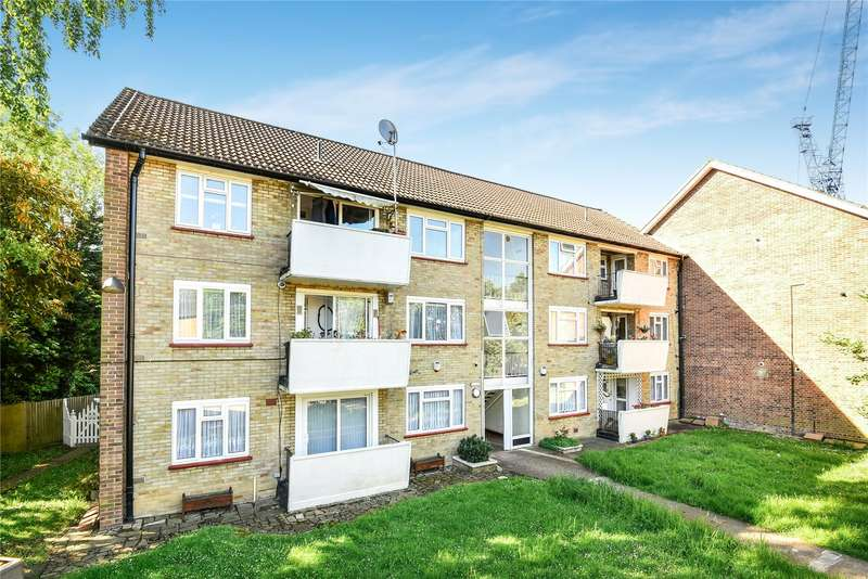3 Bedrooms Flat for sale in Capel Close, Whetstone