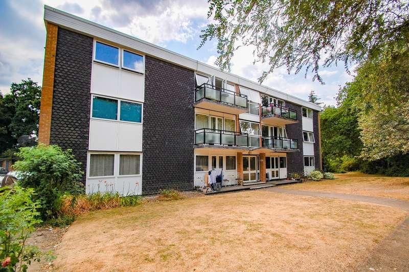 2 Bedrooms Flat for sale in West End Court West End Lane, Stoke Poges, SL2