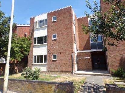 2 Bedrooms Flat for sale in Avon Court, Shakespeare Road, Bedford, Bedfordshire