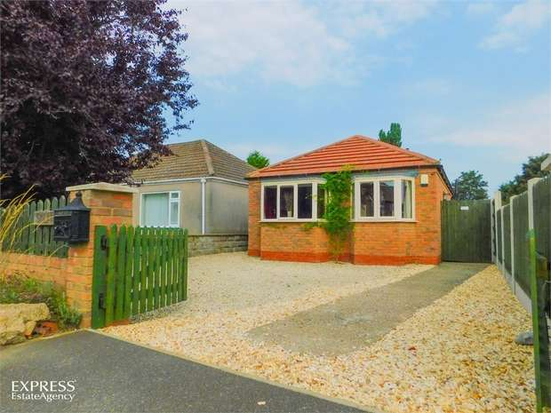 2 Bedrooms Detached Bungalow for sale in Station Road, Knaith Park, Gainsborough, Lincolnshire