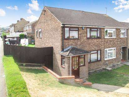 3 Bedrooms Semi Detached House for sale in Macaulay Road, Luton, Bedfordshire, England