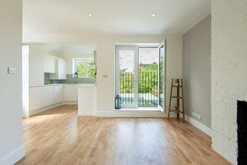 3 Bedrooms Flat for sale in Cheviot Gardens, Cricklewood