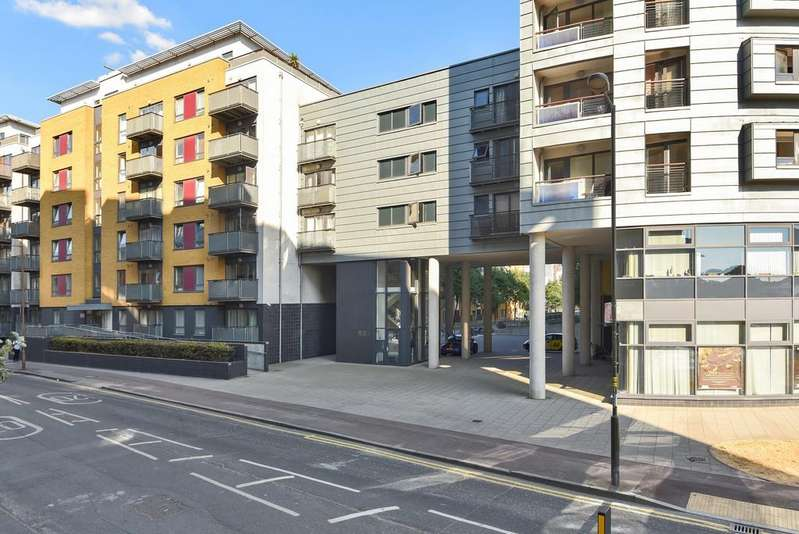3 Bedrooms Flat for sale in Norman Road, Greenwich SE10