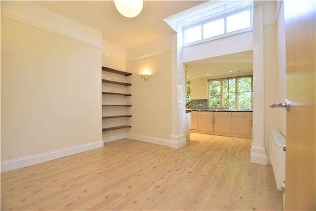 2 Bedrooms Flat for sale in Oakfield Road, Clifton, BRISTOL, BS8 2BG