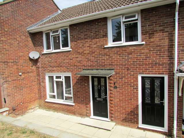 3 Bedrooms Terraced House for sale in 5 Pendine Place, Easthampstead