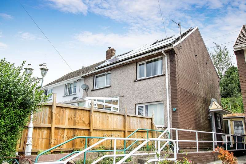 3 Bedrooms Semi Detached House for sale in Baillie Smith Avenue, Crumlin, Newport, NP11