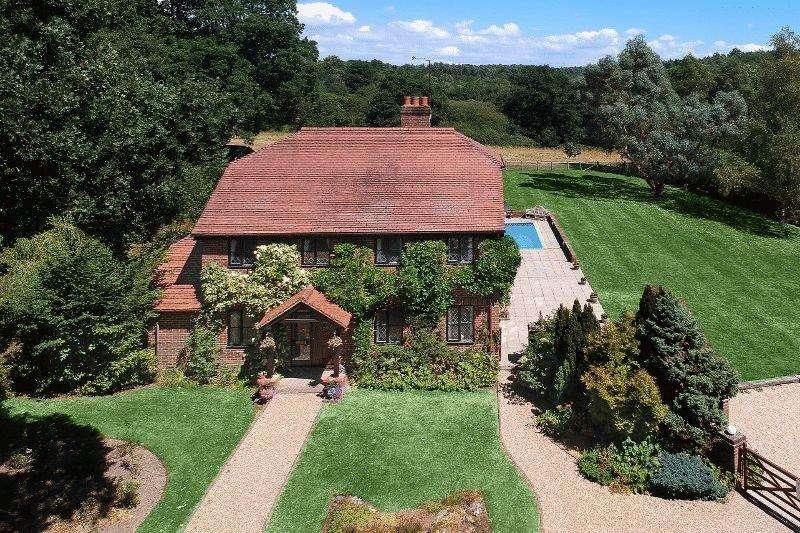 4 Bedrooms Detached House for sale in Deaks Lane, Cuckfield