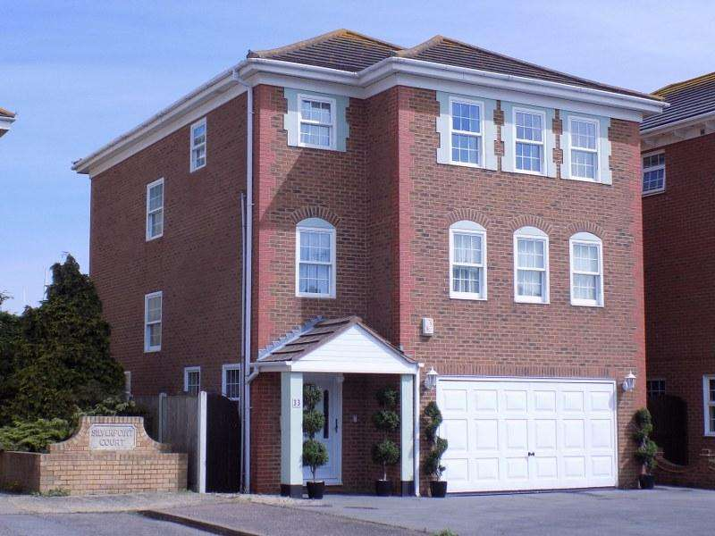 5 Bedrooms Detached House for sale in Silverpoint Marine, Canvey Island, Essex, SS8 7TN