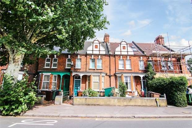 3 Bedrooms Terraced House for sale in Pretoria Avenue, Walthamstow, London