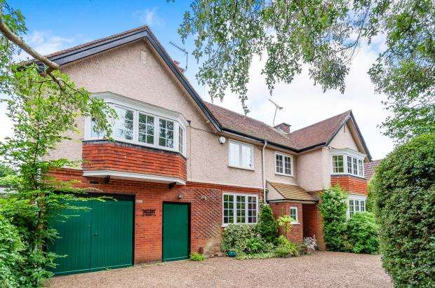 4 Bedrooms Detached House for sale in Ashtead, Surrey