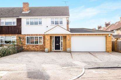 4 Bedrooms Semi Detached House for sale in Oldfield Close, Waltham Cross, Hertfordshire